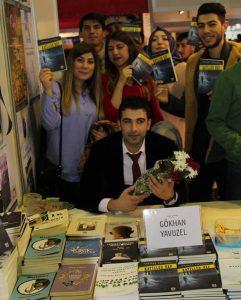 Gökhan Yavuzel, CNR İstanbul Kitap Fuarı'nda Okurlarıyla Birlikte (2017)